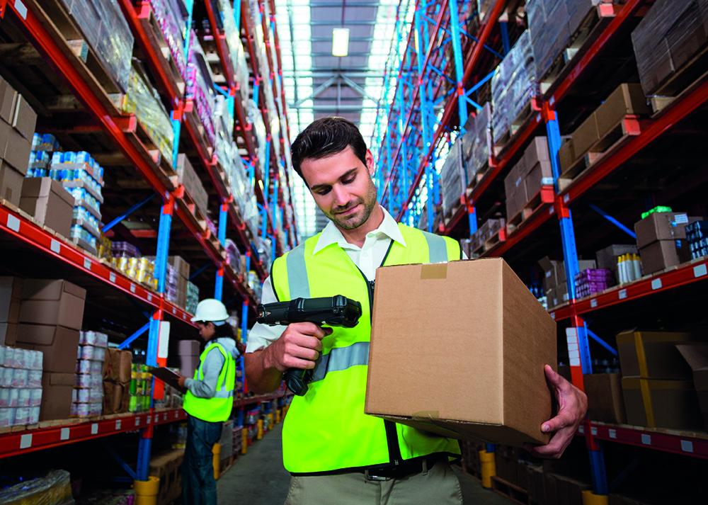 Etiketten-Drucker zur individuellen Kennzeichnung von Paketen in der Logistikbranche